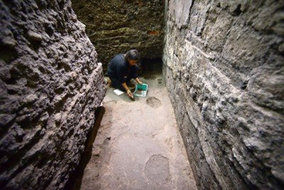 Archaeologist at work on the Mexico City site