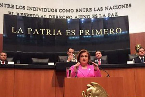 Attorney General Gómez speaks to the Senate.
