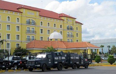 A hotel in Tamaulipas is temporary home for police.