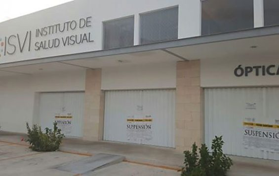 Closed: the vision clinic in Cancún.