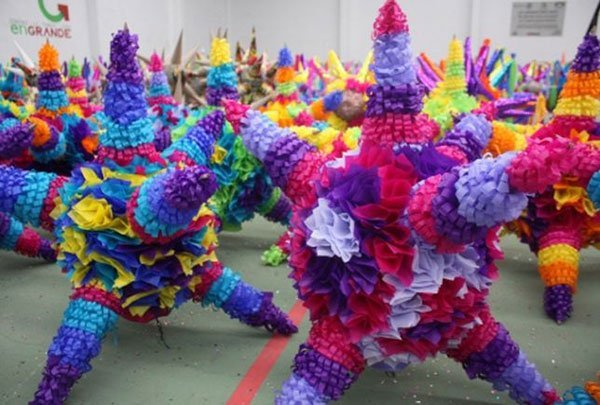 Piñatas: made in Acolman since 1587.