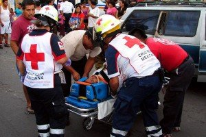 Red Cross personnel at accident scene in the State of México