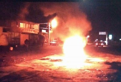 Fire blocks highway in Teotihuacán the night of the lynching.