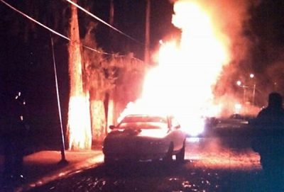 Kidnapping suspects' car burns in Teotihuacán.
