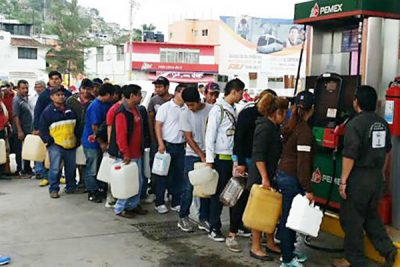 Customers line up for gas in Chiapas.