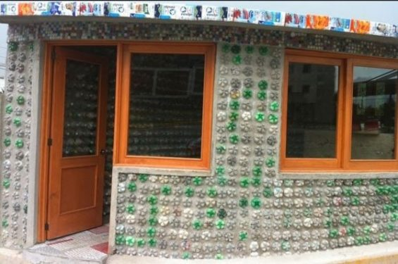 Recycled bottles as building materials in Tlaxcala