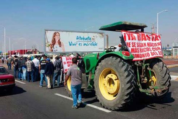 A tractor joins the protest at the Guadalajara airport.