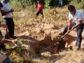 Volunteers dig up bodies in Veracruz