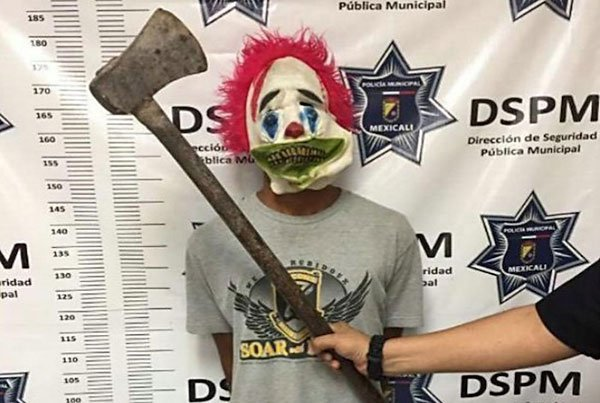 The Mexicali clown and his axe.