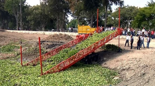 The conveyor belt which will remove water hyacinth from the lake.