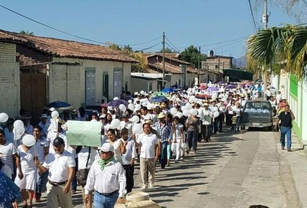 Citizens march in Totolapan