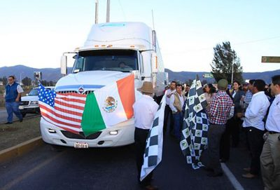 Producers celebrate the departure of avocados from Jalisco.