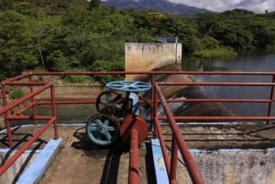 Dam at the Yuribia reservoir: the taps have been turned off.