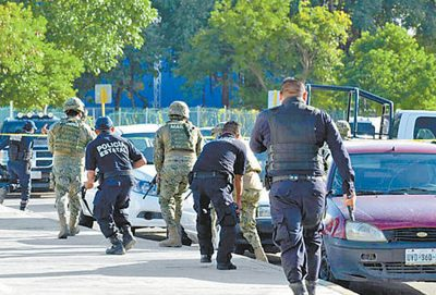 Security forces at work in Quintana Roo.
