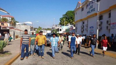 Angry citizens in Puerto Escondido yesterday.