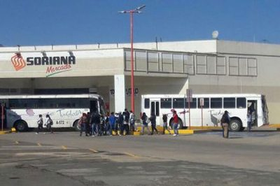 Hijacked buses block entrance to Soriana in Oaxaca.