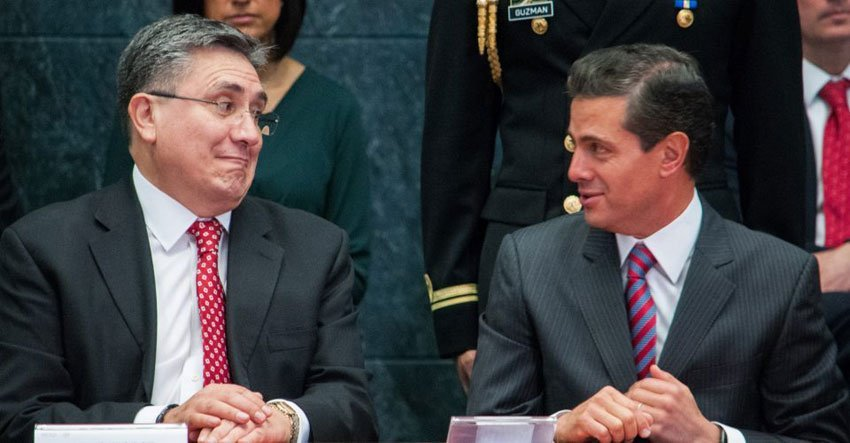 Human Rights Commission head González, left, and Peña Nieto at the former's presentation of his report.