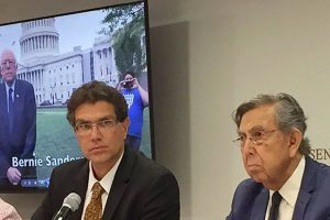 Ríos Piter, left, and Cárdenas at yesterday's press conference.