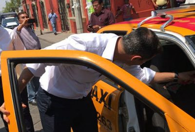 Governor Murat climbs into a cab.