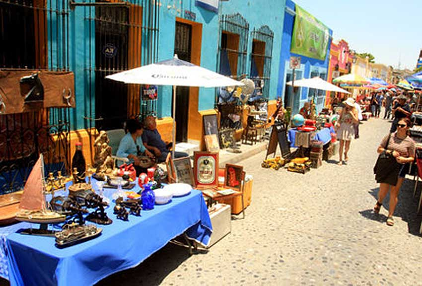 Artisans sell their work in Nuevo León
