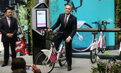 Mayor Mancera presents the new electric bicycles.
