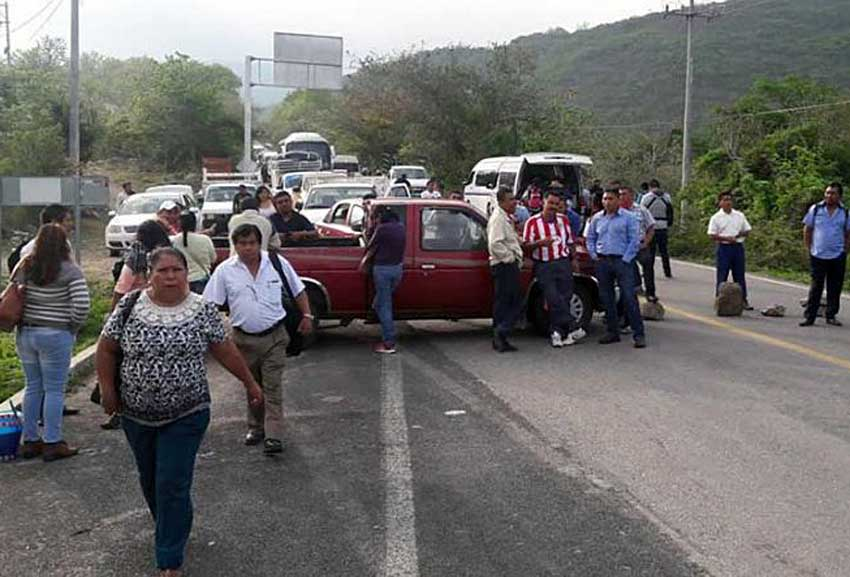 Citizens block a highway in Tixtla.