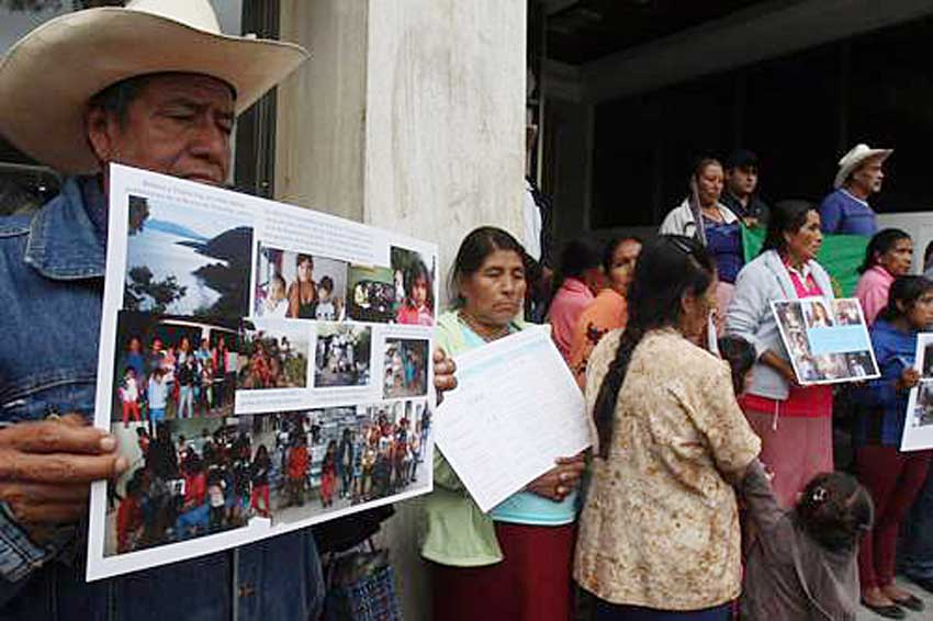 Poncitlán residents demonstrate last year to protest polluted water.