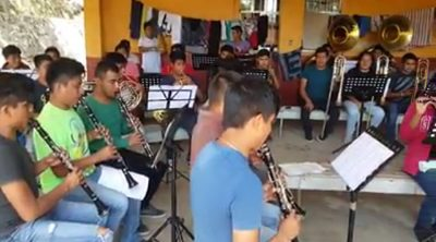 The Zoogocho band plays its version of Despacito.