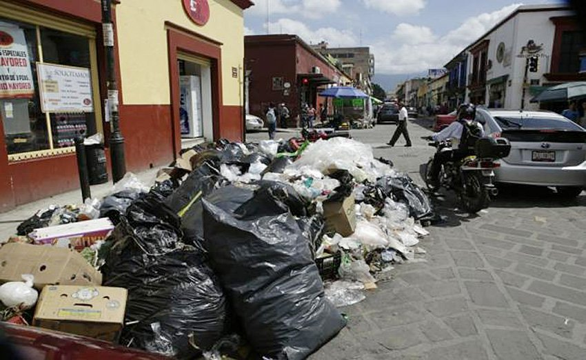 Garbage piling up on the streets of Oaxaca.