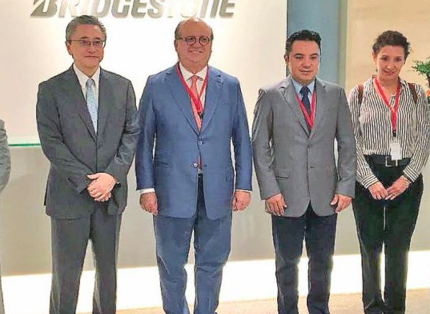 Ramírez, second from left, with Bridgestone executives in Japan.