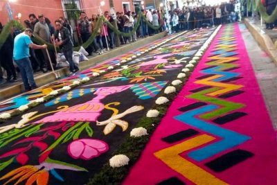 A completed carpet last night in Huamantla.