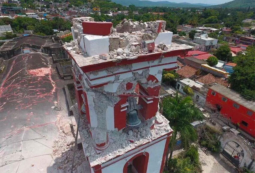 Damage to a church in Morelos.