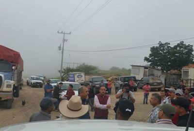 Ranchers stand in the way of court order in Nayarit.