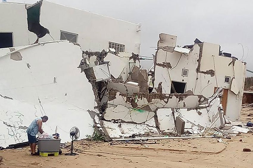 One of two buildings that collapsed Thursday in Los Cabos.