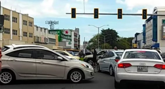 There was traffic chaos in some northern cities due to the power outage.