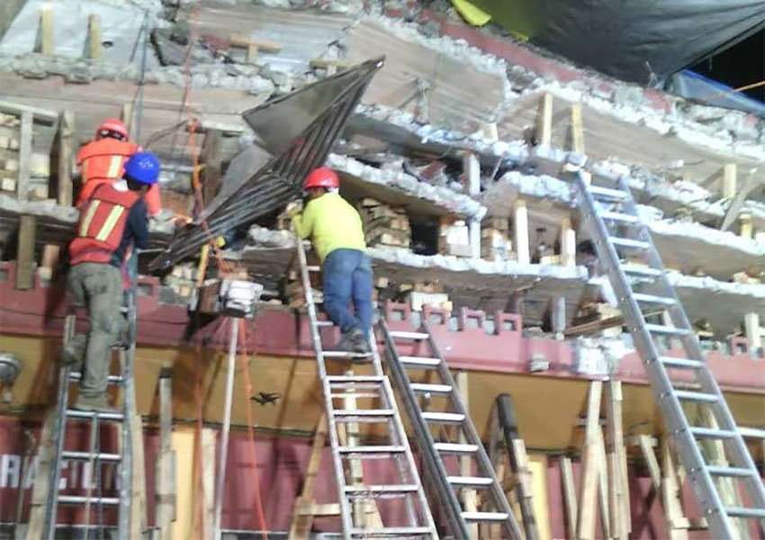 Rescue workers at the Tlalpan apartment building.