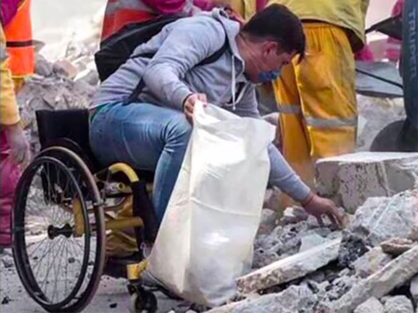 Mexican solidarity: Eduardo Zárate at work in the rubble.