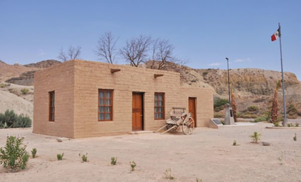 Students see solution for earthquake victims in adobe housing for Adobe house construction