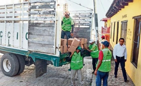 Aid for displaced arrives in Simojovel.