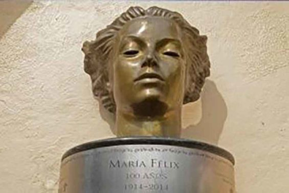 The bust of María Félix was among those stolen.