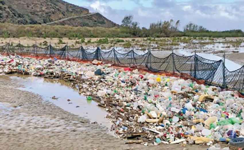 Fence erected by US authorities has stopped garbage from passing into US waters.
