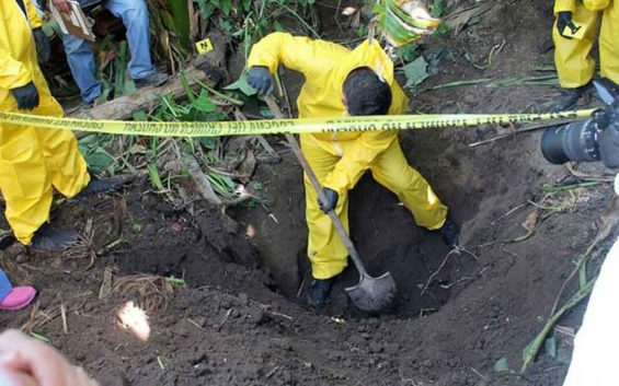 Exhuming a grave in Nayarit.