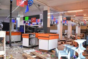 A state of México store damaged by looters.