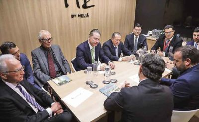 Sinaloa Governor Ordaz, center, with hoteliers in Madrid.