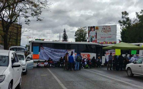 Health workers' roadblock today in Oaxaca.