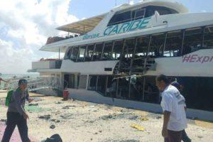 The ferry damaged yesterday in Playa del Carmen.