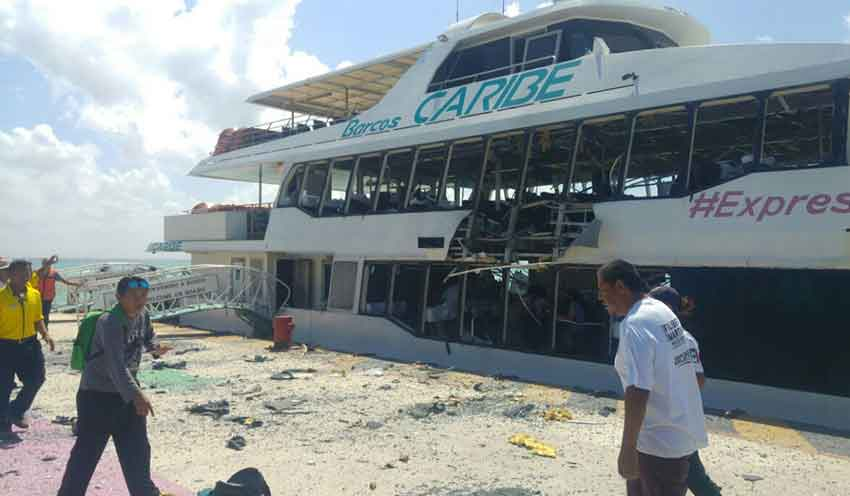 The ferry damaged yesterday in Playa del Carmen.