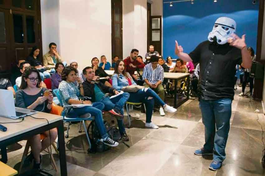 A training session for 'YouTubers' at Guadalajara's Creative Digital City.