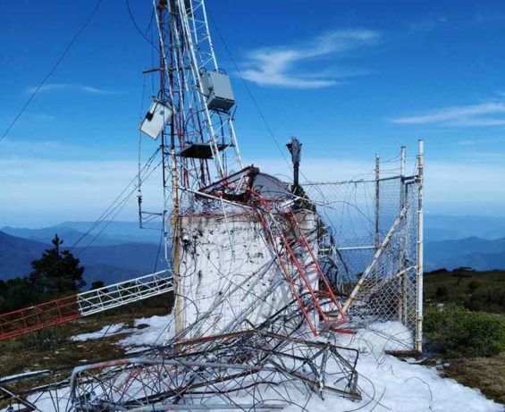 Damaged Humo Chico tower: this could be a problem.