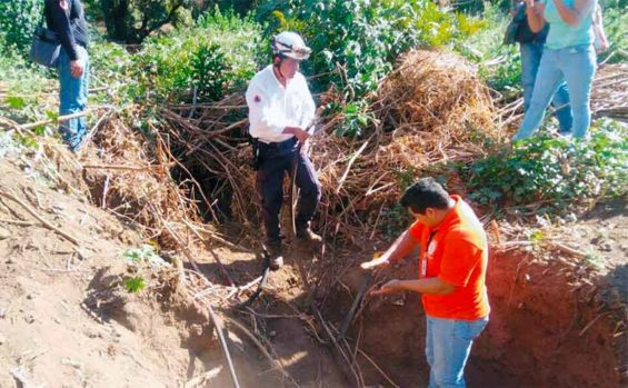 Looking for illegal pipeline taps in Cuernavaca.